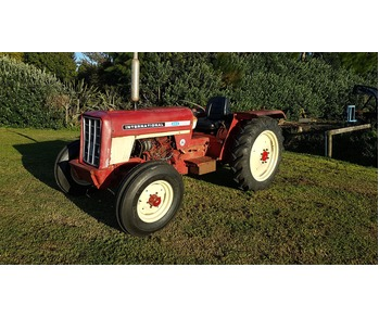 International 454 2wd tractor